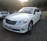 2011 Pearl Automatic Toyota Crown